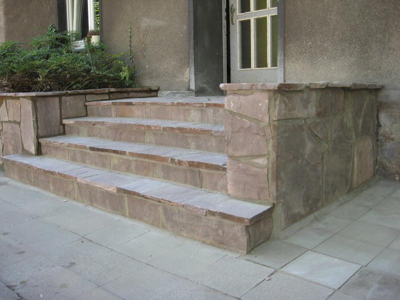 Eingang Stufen aus Polygonalplatten Bruchsteinplatten