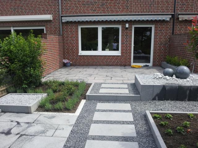 Gartengestaltung Granit Platten Brunnen Splittbett