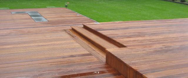 Holzterasse zwei Ebenen Garten Gartendielen