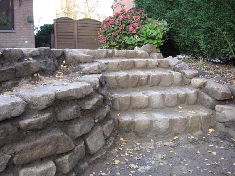 Stufen und Mauer Sandstein