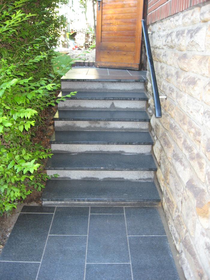 Stufenanlage mit Plattierung Granit Padang